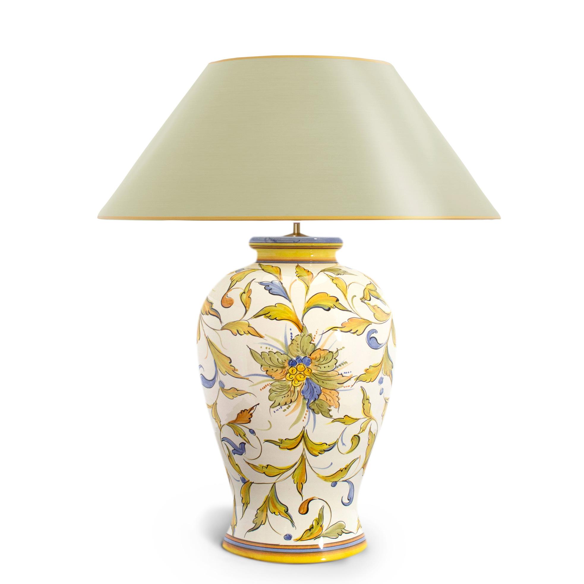zeitlos sch n handgemalte tischlampe selbst gestalten ambiarte. Black Bedroom Furniture Sets. Home Design Ideas