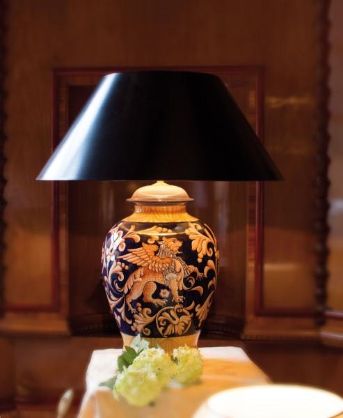 Klassische Handgemalte  Keramiktischlampe aus Italien, schwarzgold